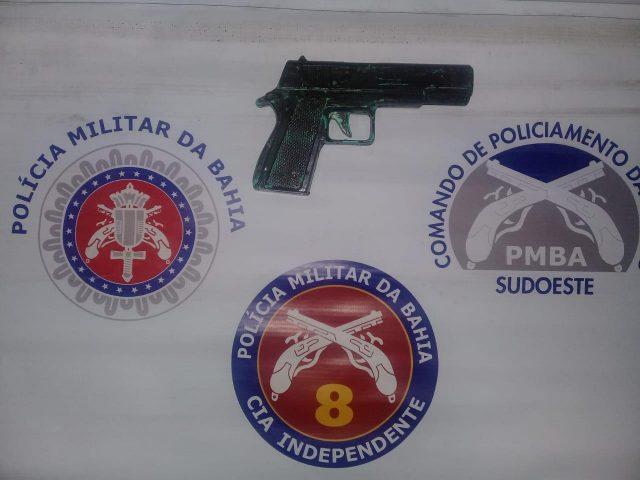 Itapetinga: ROTAM apreende simulacro de pistola e conduz suspeito ao Complexo Policial