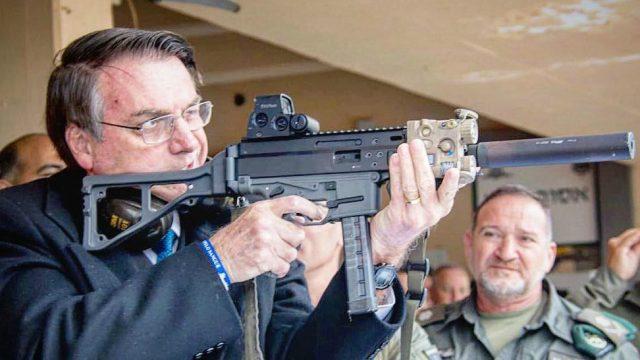 Deputado propõe projeto que dá a Bolsonaro 'poder de guerra'