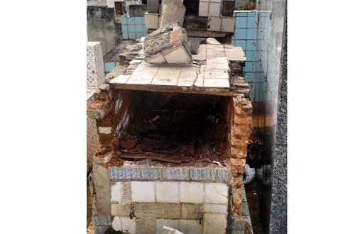 Conquista: Homens invadem cova de cemitério, roubam ossada e jogam crânio no quintal do vizinho