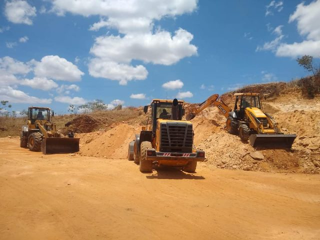 Itapetinga: Prefeitura acelera terraplanagem para construção da escola com 12 salas