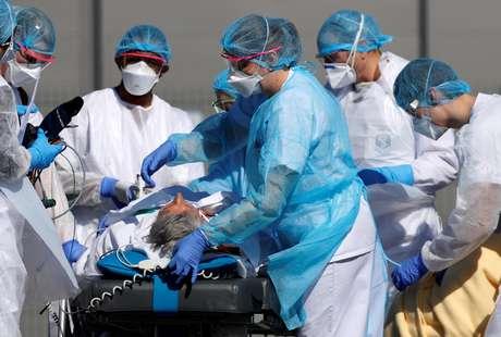 EUA têm mais 1.324 mortes e 23.405 novos casos em 24 horas