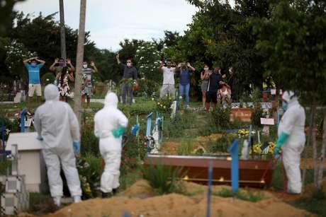 Brasil registra 751 mortes por coronavírus em 24h