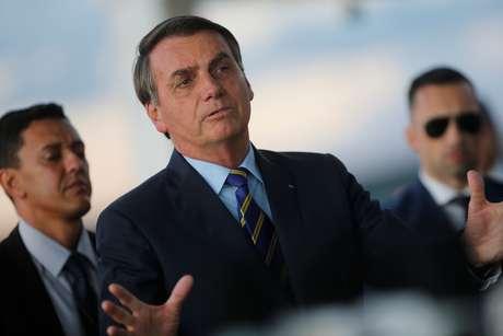 Bolsonaro sanciona lei para auxílio de R$ 600 para artistas informais, diz Planalto
