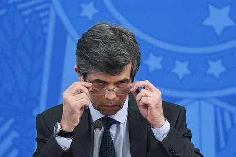 Teich nomeia ao menos sete militares para cargos-chave no Ministério da Saúde