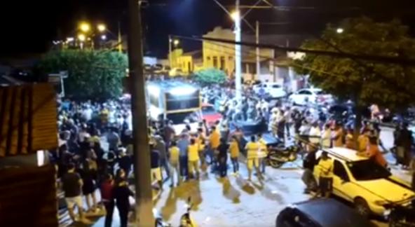 Pré-candidatos realizam comício no centro de Itatim em meio a pandemia do coronavírus