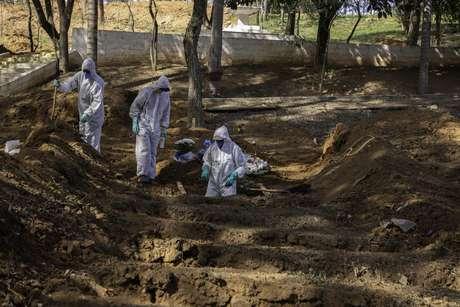 Brasil soma mais 614 mortes diárias e 23 mil novos casos