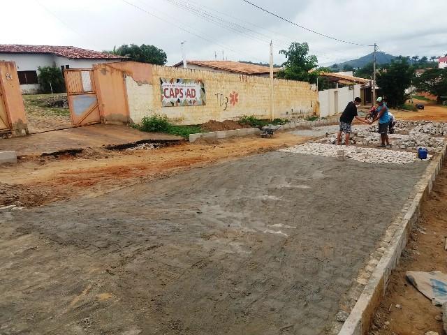 Itapetinga: Mais uma indicação do vereador José Antunes é atendida e Rua da Escola Adventista e CAPS está sendo pavimentada