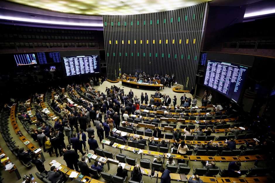 DEM e MDB deixam Centrão após aproximação com Bolsonaro