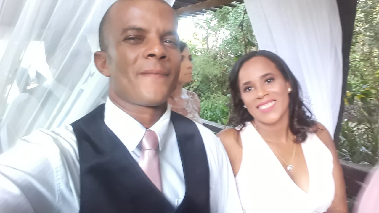 "Itapetinga: Vereador Márcio Pio, Parabeniza sua esposa  Edileuza Félix ""Dila"" pelo seu anivarsário"