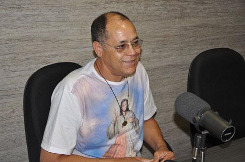 Após testar positivo para coronavírus, Padre Valmir é internado no Hospital Samur