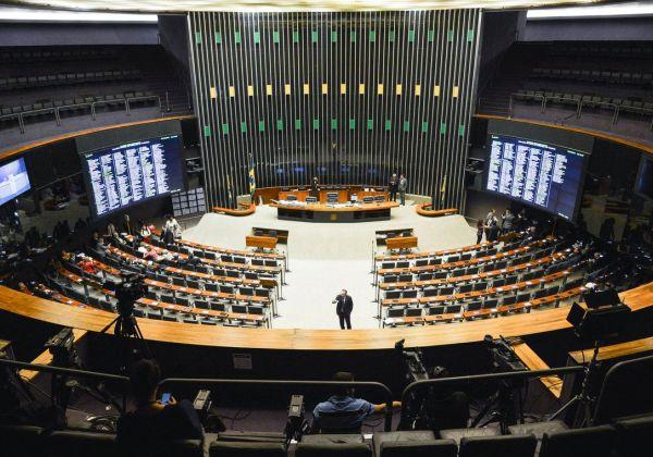 Câmara renovará sofás e camas de apartamentos dos deputados