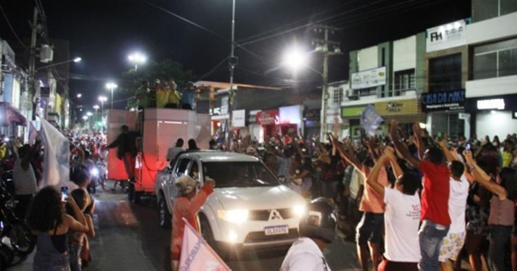 Campanha eleitoral: carreatas causam aglomerações e levam milhares às ruas em municípios baianos