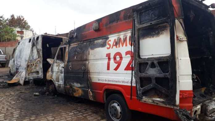 Incêndio em oficina destrói duas ambulâncias do Samu em Guanambi