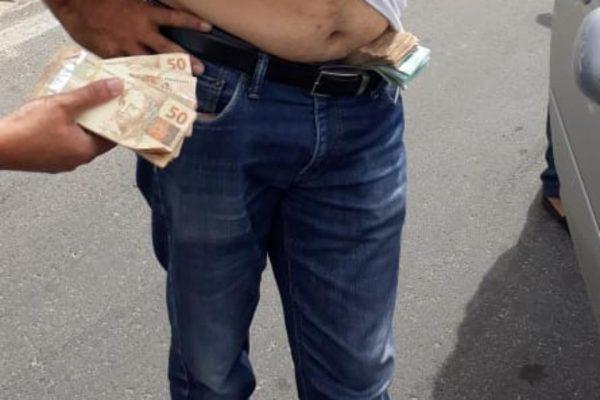 Vídeo: Polícia flagra irmão de prefeito com R$ 1 milhão escondido em cueca no Ceará