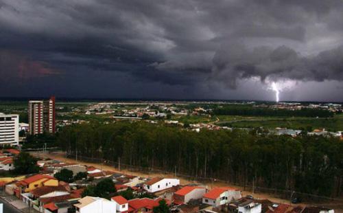 Conquista: Alerta! Instituto de Meteorologia eleva nível de perigo de chuvas fortes no município