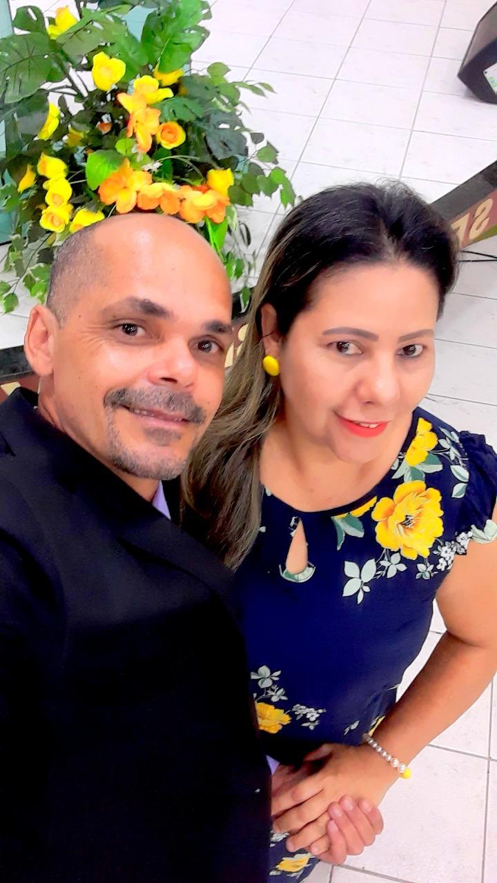 Itapetinga: Aniversário de Cris Sousa Colhendo mais uma Flor no Jardim da Existência