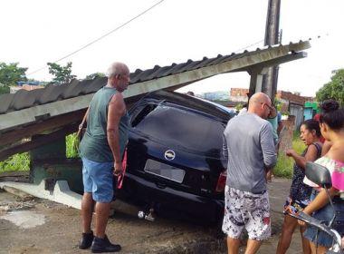 Ibicara: Carro invade ponto de ônibus: uma pessoa morreu e outra ficou ferida