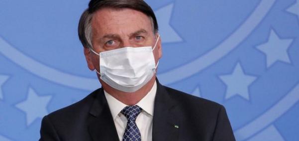 Bolsonaro diz que tem 'cheque de 20 bilhões', mas 'não tem vacina' para comprar