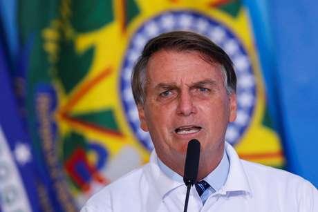 """Bolsonaro: """"Mudança comigo não é de bagrinho, é de tubarão"""""""