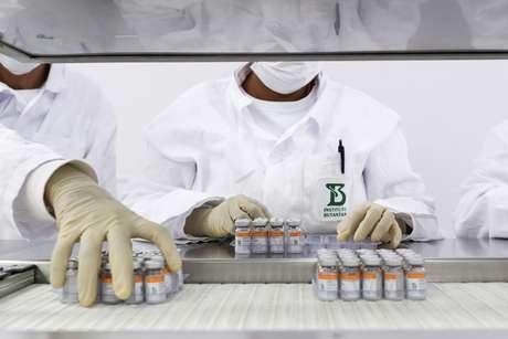 Governo assina compra de 54 milhões de doses da CoronaVac