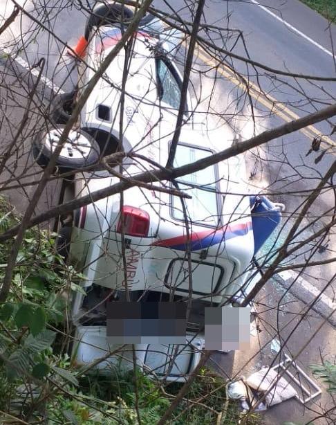 Acidente envolvendo ambulância de Gandu deixa duas pessoas mortas e uma ferida no Cruzeiro de Laje