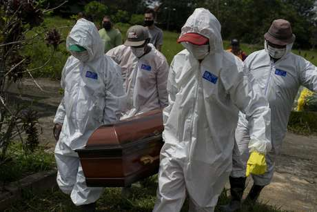O Brasil registrou 2.216 mortes e 85.149 novos casos de covid-19 nas últimas 24 horas,