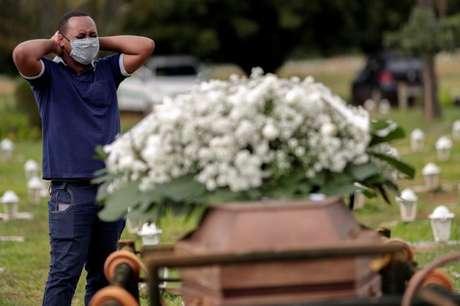 O Brasil registrou mais 2.723 mortes por covid-19 Nesta Quarta-Feira