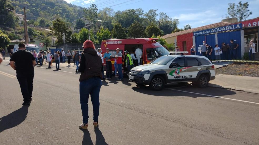 Jovem invade escola e mata três crianças e duas funcionárias no Oeste de Santa Catarina
