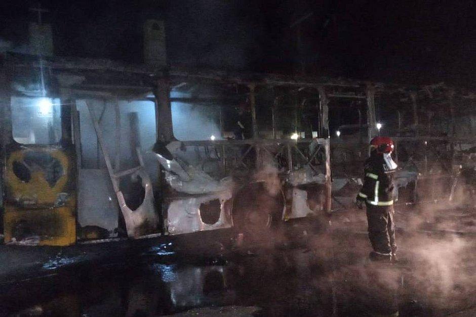 Manaus tem madrugada de ataques e incêndios, após morte de chefe do tráfico