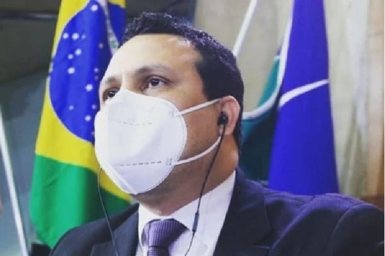 Vereador que tentou desobrigar uso de máscara morre de covid-19 aos 34 anos